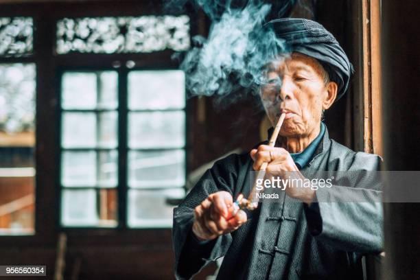 Alte chinesische Senior Mann Pfeife