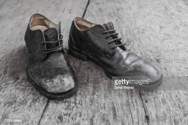old shoes of man - レザー・シューズ ストックフォトと画像