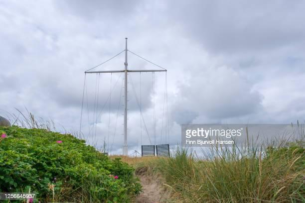 old signalsystem in the harbour of hvide sande in denmark - finn bjurvoll stockfoto's en -beelden