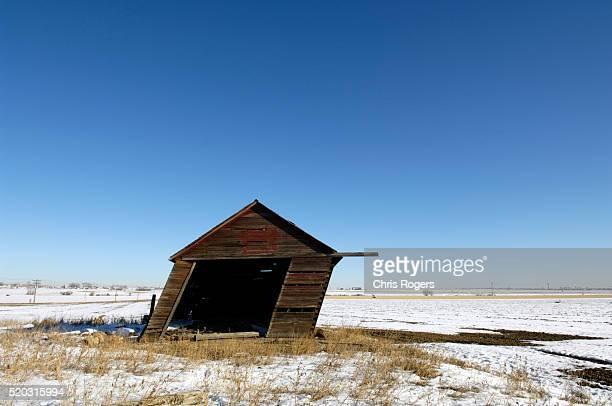old slanting house - jessie rogers fotografías e imágenes de stock