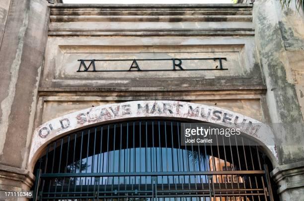 old slave mart museum - sklaverei stock-fotos und bilder