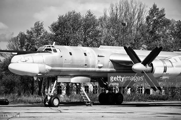 old soviet aircraft - koude oorlog stockfoto's en -beelden