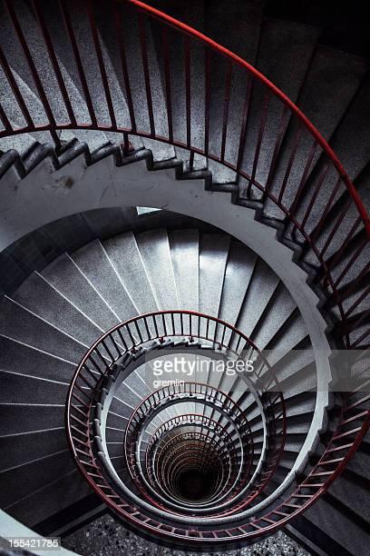Velhas escadas em espiral de cima