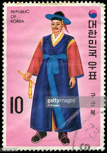 o carimbo da coreia com homem com roupas tradicionais - selo postal - fotografias e filmes do acervo