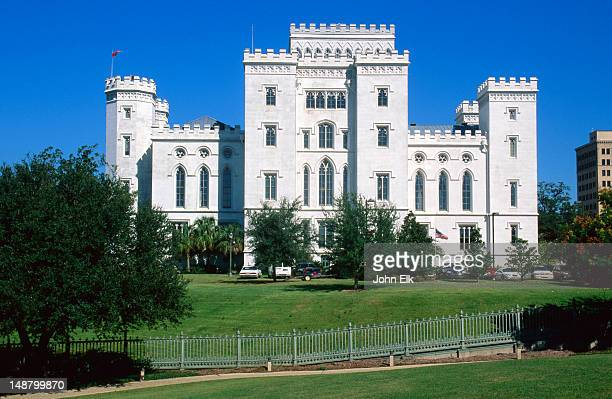 old state capitol building. - baton rouge stock pictures, royalty-free photos & images