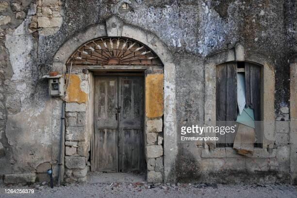 old stone door and window detail,alacati - emreturanphoto fotografías e imágenes de stock