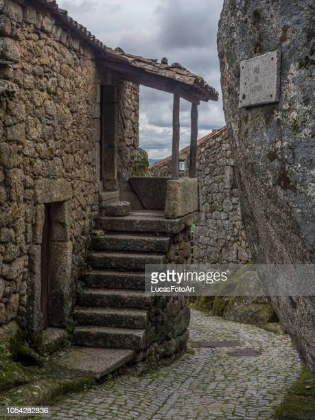old stone staircase for house entrance - 石造りの家 ストックフォトと画像