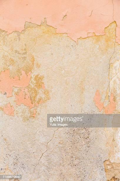 old stone vonatge wall background - rau stock-fotos und bilder