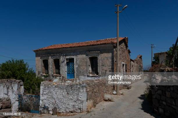 old stone walled house at ildir,aegean turkey. - emreturanphoto stock pictures, royalty-free photos & images