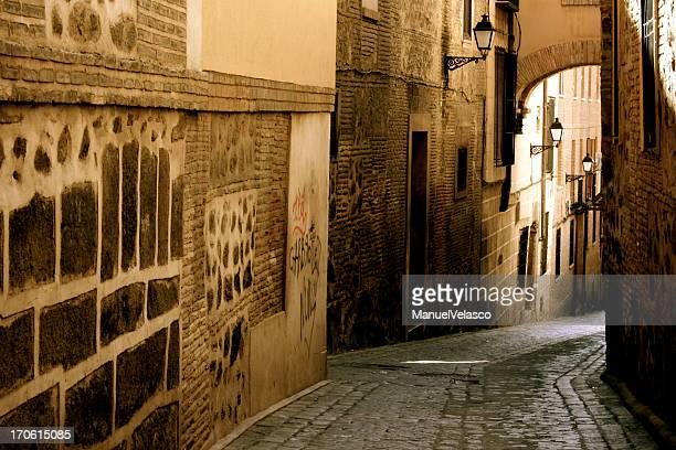 古街には、トレド - トレド ストックフォトと画像