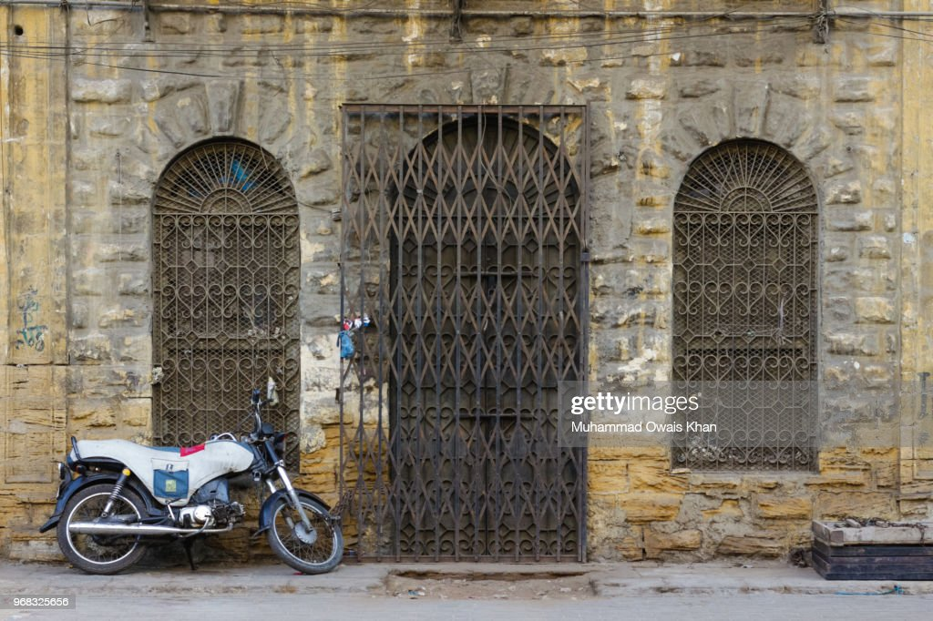 Old Street Karachi Stock Photo - Getty Images