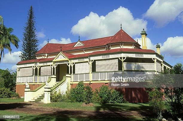 old style 'queenslander' house, maryborough, qld - queensland stock-fotos und bilder