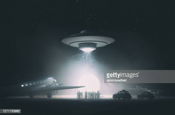 old style ufo encounter, miniature photography - science fiction film stock pictures, royalty-free photos & images