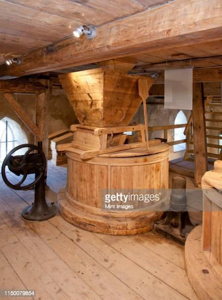 old style watermill - mulino ad acqua foto e immagini stock