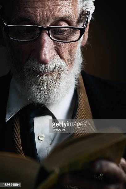 旧教師 lecturing