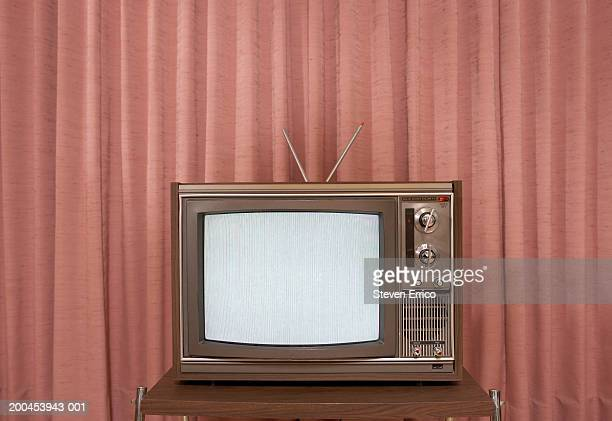 old television on stand, in front of curtain - televisor - fotografias e filmes do acervo