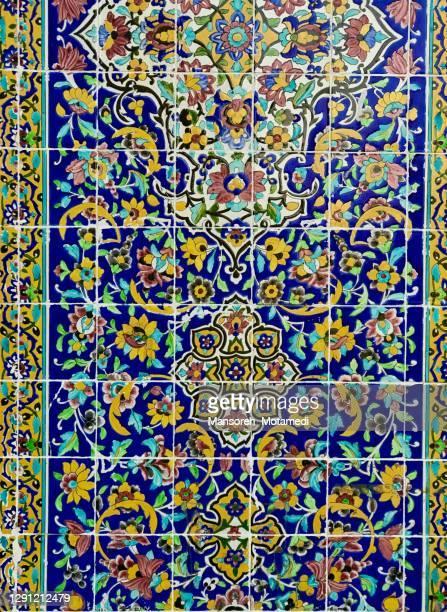 old tiles of imam mosque in tehran grand bazaar - イマームホメイニ広場 ストックフォトと画像