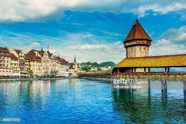 Alte Turm und Brücke bei Lucern der Schweiz