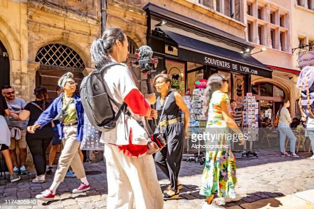リヨンの旧市街路地 - リヨン ストックフォトと画像
