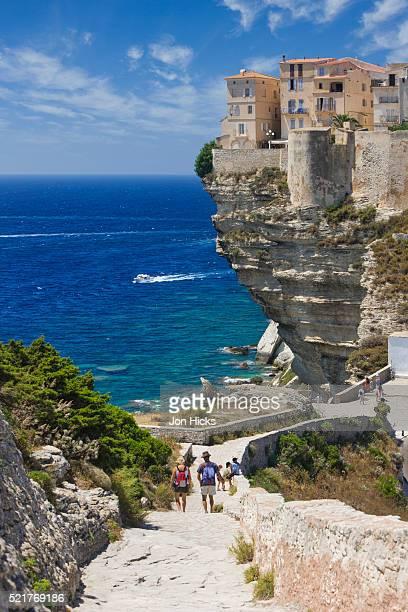 old town buildings perched on cliffs - corcega fotografías e imágenes de stock