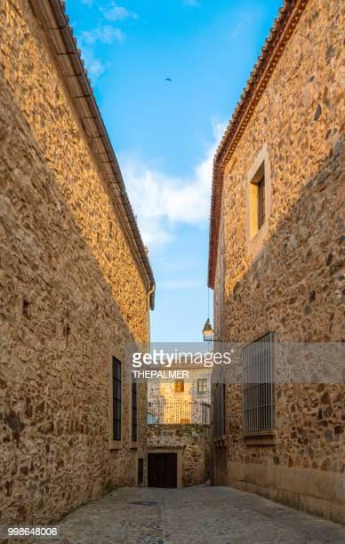 alte stadt caceres spanien - caceres stock-fotos und bilder