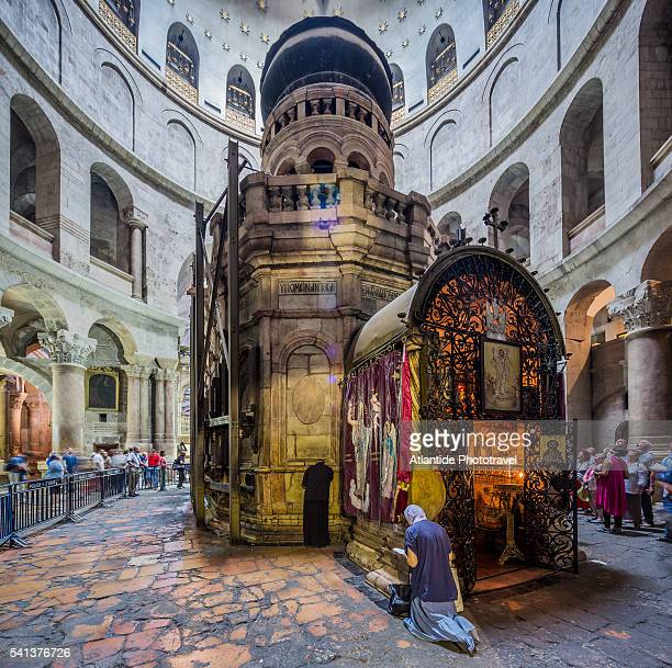old town, christian quarter, church of the holy sepulchre (also called the basilica of the holy sepulchre), anastasia rotunda, the coptic chapel behind the tomb of jesus - igreja do santo sepulcro imagens e fotografias de stock