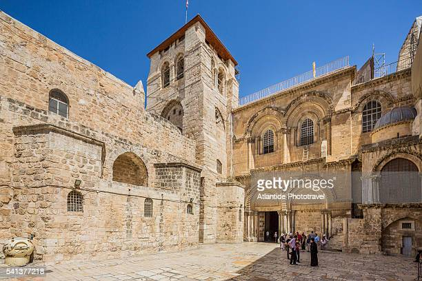 old town, christian quarter, the entrance of the church of the holy sepulchre (also called the basilica of the holy sepulchre) - 聖墳墓教会 ストックフォトと画像