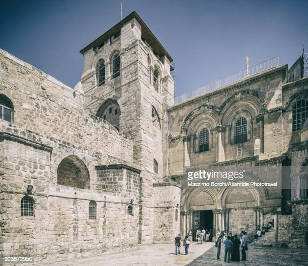 old town, christian quarter, the entrance of the church of the holy sepulchre (also called the basilica of the holy sepulchre) - jesus entry into jerusalem stock pictures, royalty-free photos & images