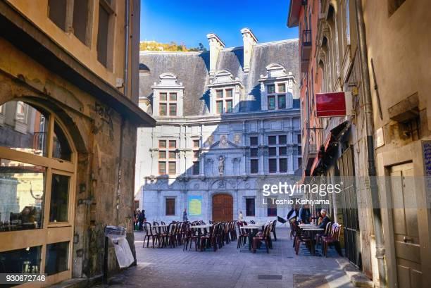 old town grenoble, france - grenoble stockfoto's en -beelden