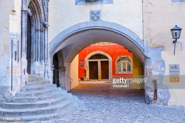 old town hall and roter herzfleck at regensburg, upper palatinate, bavaria, germany - レーゲンスブルク ストックフォトと画像