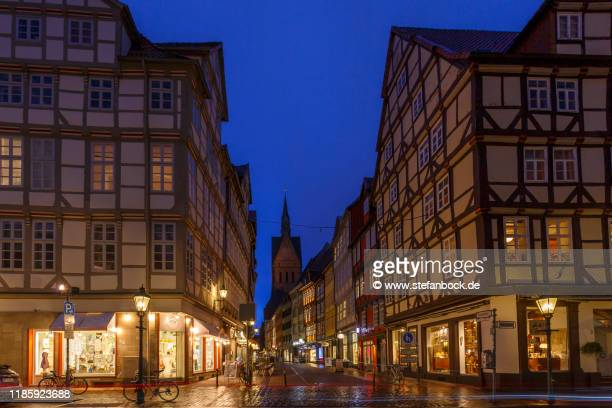 old town hanover and market church at dawn - dämmerung stock pictures, royalty-free photos & images