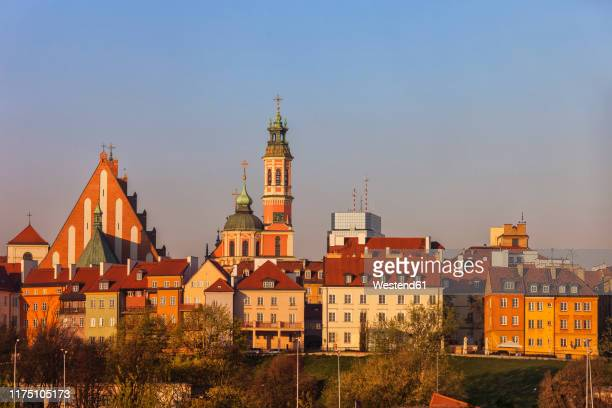 old town houses and churches at sunrise, warsaw, poland - warsaw stock pictures, royalty-free photos & images