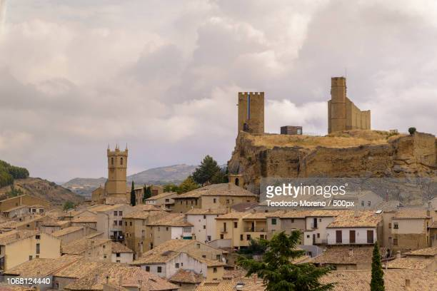 old town houses with church and castle towers in background - teodosio moreno fotografías e imágenes de stock