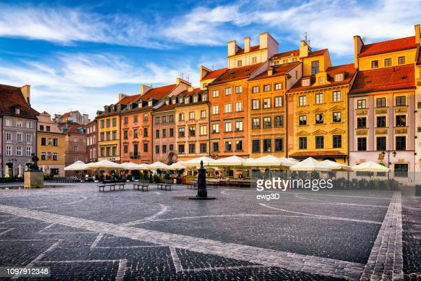 old town market place square in the morning, warsaw, poland - warsaw stock pictures, royalty-free photos & images