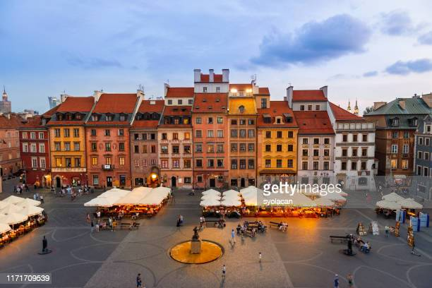 old town market square of warsaw at dusk - syolacan stock pictures, royalty-free photos & images
