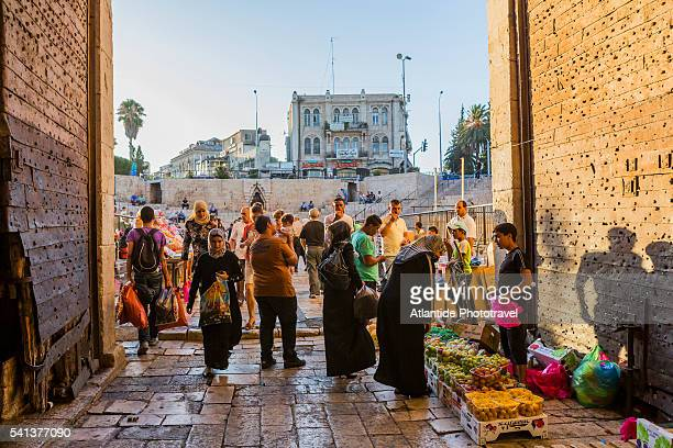 old town, muslim quarter, small market near damascus gate - east jerusalem stock pictures, royalty-free photos & images