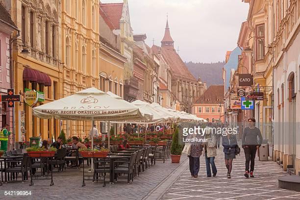 altstadt von kronstadt, siebenbürgen - siebenbürgen stock-fotos und bilder