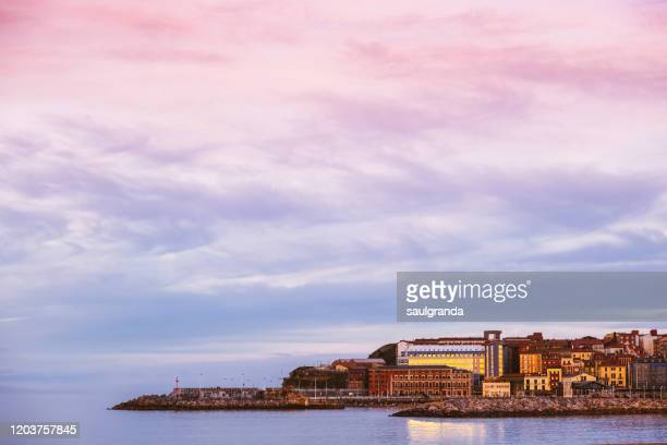 old town of gijón at sunset - ヒホン ストックフォトと画像