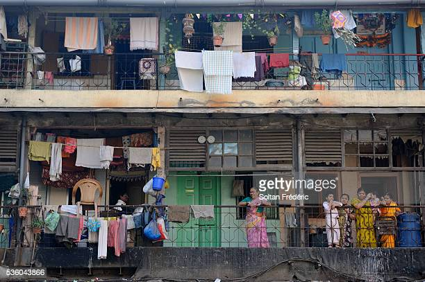 old town of mumbai - slum stock pictures, royalty-free photos & images