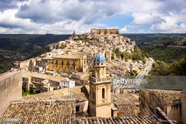old town of ragusa sicily - sicily stock pictures, royalty-free photos & images