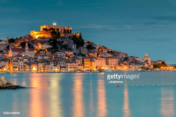 old town of sibenik croatia at night - croatia stock pictures, royalty-free photos & images
