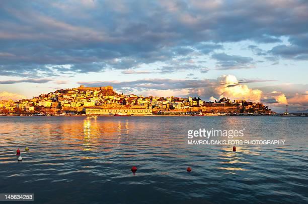 old town peninsula during sunset - peninsula de grecia fotografías e imágenes de stock