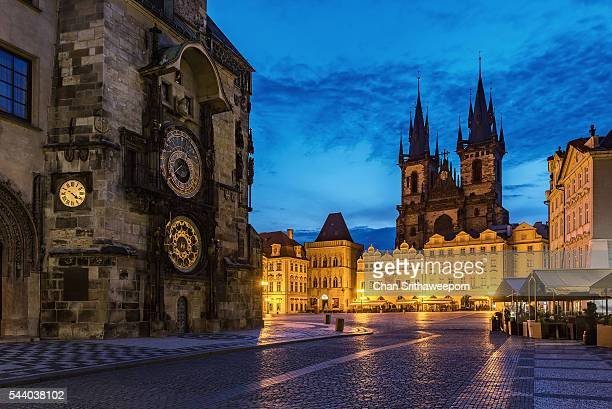old town square and tyn church , prague, czech republic - prag stock-fotos und bilder