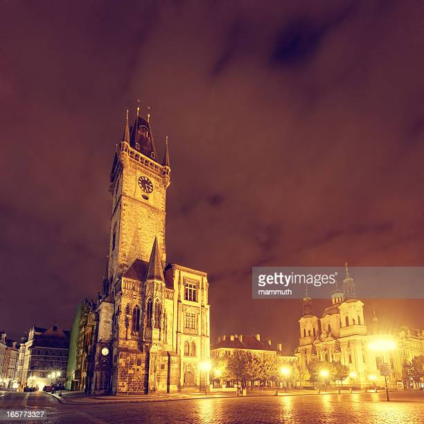 old town square in prague at night - astronomical clock prague stock pictures, royalty-free photos & images
