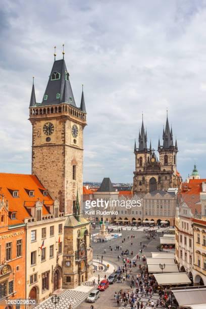 old town square in prague - czech republic - fotografias e filmes do acervo