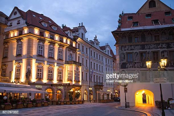 old town square in prague - プラハ 旧市街広場 ストックフォトと画像