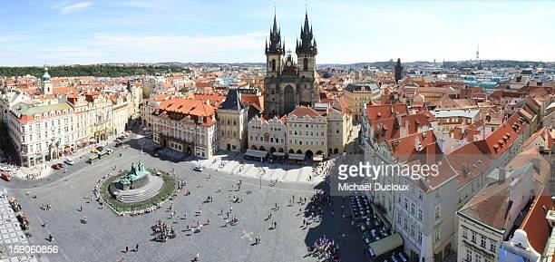 old town square, roofs & tyn church prague - notre dame de tyn photos et images de collection