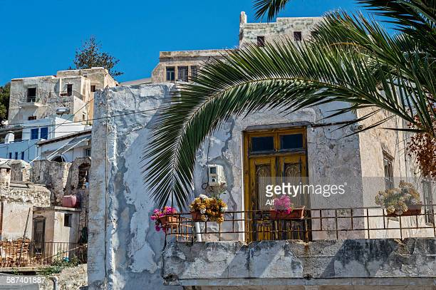 old town streets in naxos, greece - naxos stockfoto's en -beelden