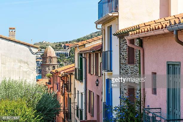 old town view in collioure, france - collioure photos et images de collection