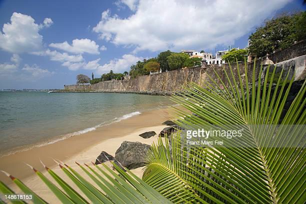 old town wall seen from beach. - paisajes de puerto rico fotografías e imágenes de stock